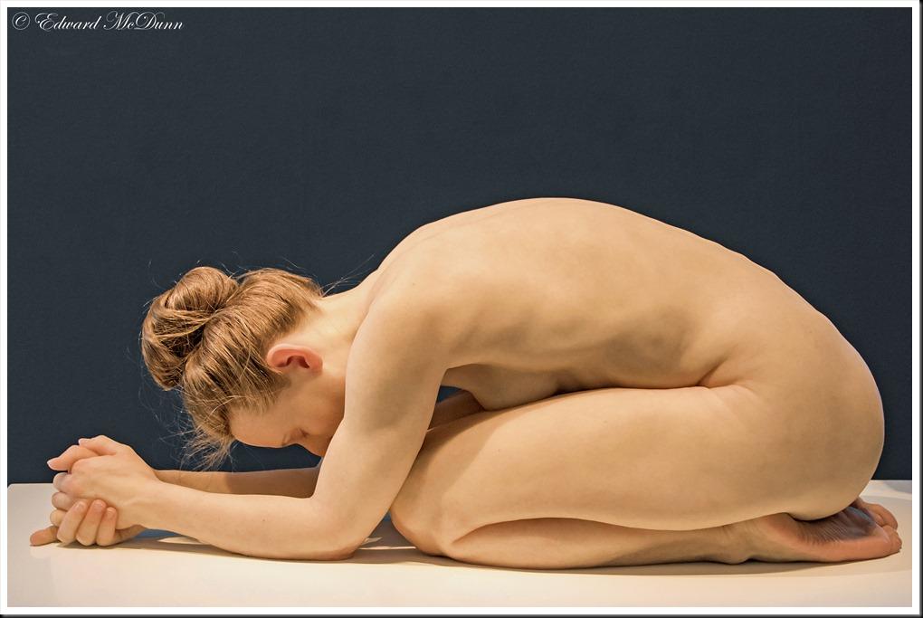 Kneeling woman-Knielende vrouw